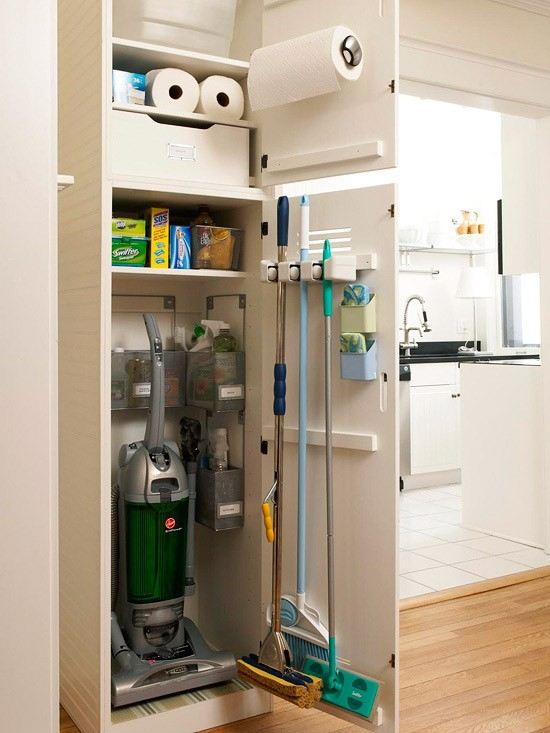 Cleaning broom closets - Armoire rangement balai aspirateur ...